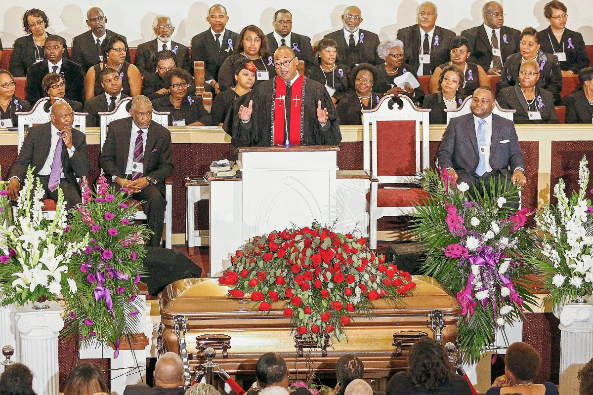 Familiares, amigos y seguidores dan el último adiós a la leyenda B.B. King
