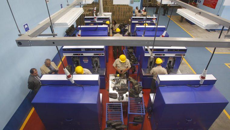 La Industria Militar ha consolidado una cartera de clientes para quienes fabrica diferentes artículos. (Foto Prensa Libre: Hemeroteca PL)