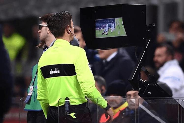 El VAR será utilizado en la Liga de Campeones de Europa unos meses antes de lo que se había previsto. (Foto Prensa Libre: Hemeroteca PL)