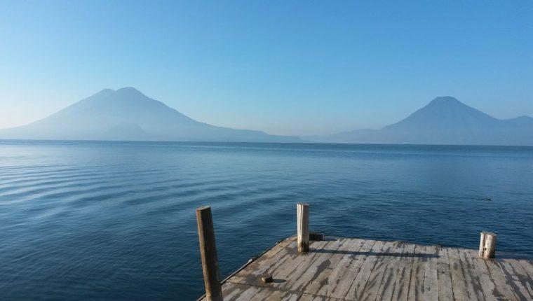 El lago de Atitlán recibe la basura de todas las comunidades que hay en su alrededor.(Prensa Libre:Hemeroteca PL)