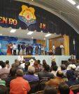El presidente Jimmy Morales participa junto a otros funcionarios en acto de inauguración de un recapeo de carretera en Totonicapán. (Foto Prensa Libre: Mynor Toc)