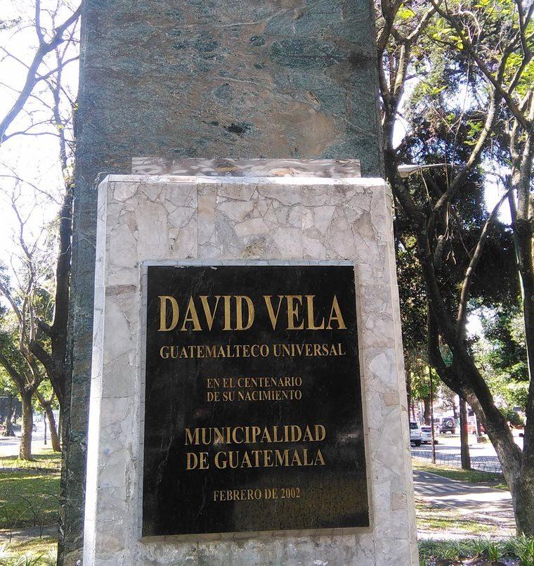 Lugar donde estaba el busto del periodista David Vela, coautor del himno de la Huelga de Dolores. (Foto Prensa Libre: Oscar Felipe Quisque)