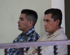 Los dos sentenciados en Huehuetenango por robo agravado y atentado contra los servicios de telecomunicaciones. (Foto Prensa Libre: Mike Castillo).