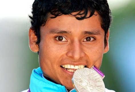 Erick Barrondo hace historia en Londres al conseguir la primera medalla olímpica para Guatemala.  (Foto Prensa Libre: AFP)