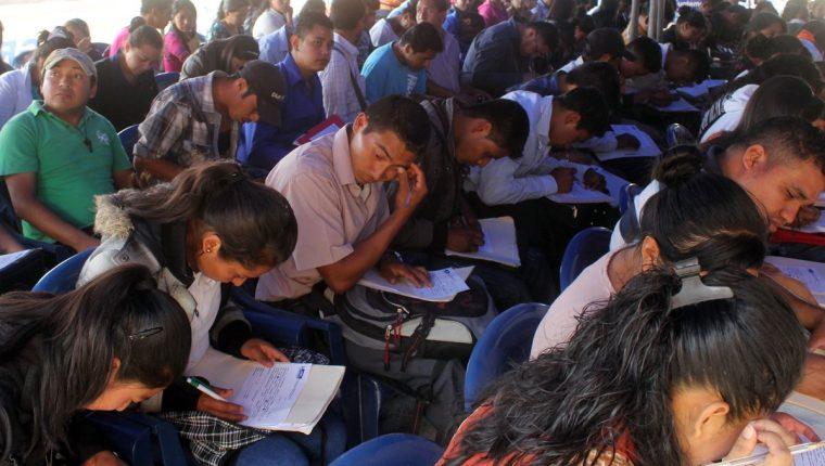 La iniciativa busca apoyar el desarrollo de la juventud del país. (Foto Prensa Libre: HemerotecaPL)