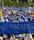 Nicaragüenses participan en la misa al aire libre, para exigir el fin de la violencia en Managua. (Foto Prensa Libre:AFP).