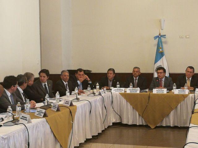 La comisión de Finanzas y Moneda del Congreso espera tener dictamen favorable al proyecto del presupuesto del próximo año. (Foto Prensa Libre: Urias Gamarro)