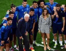 El actor Richard Gere poso para la foto con los jugadores del Real Madrid. (Foto Prensa Libre: AFP)
