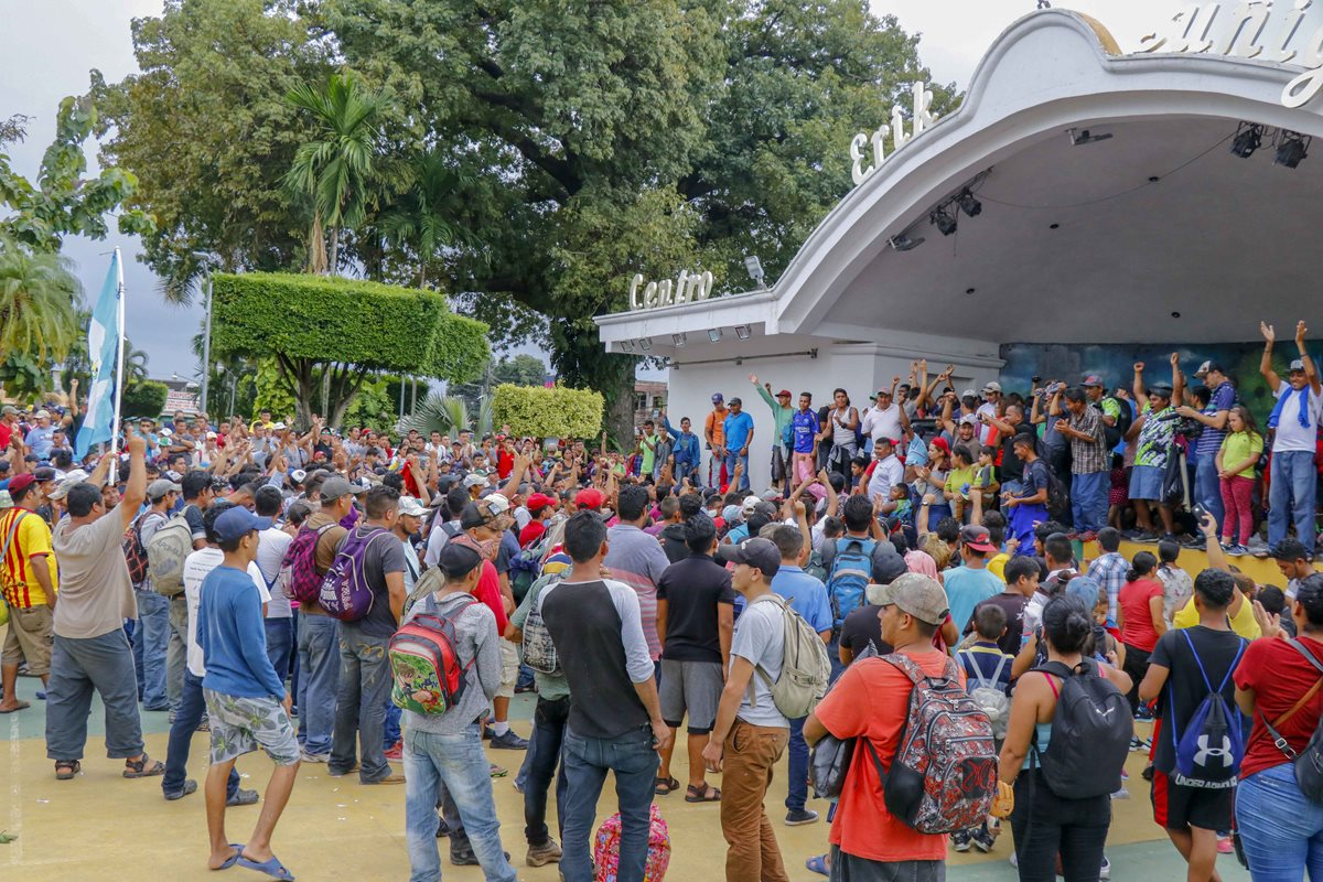 Los migrantes hondureños ya han llegado a Tecún Umán, San Marcos, frontera con México. (Foto Prensa Libre: Rolando Miranda)