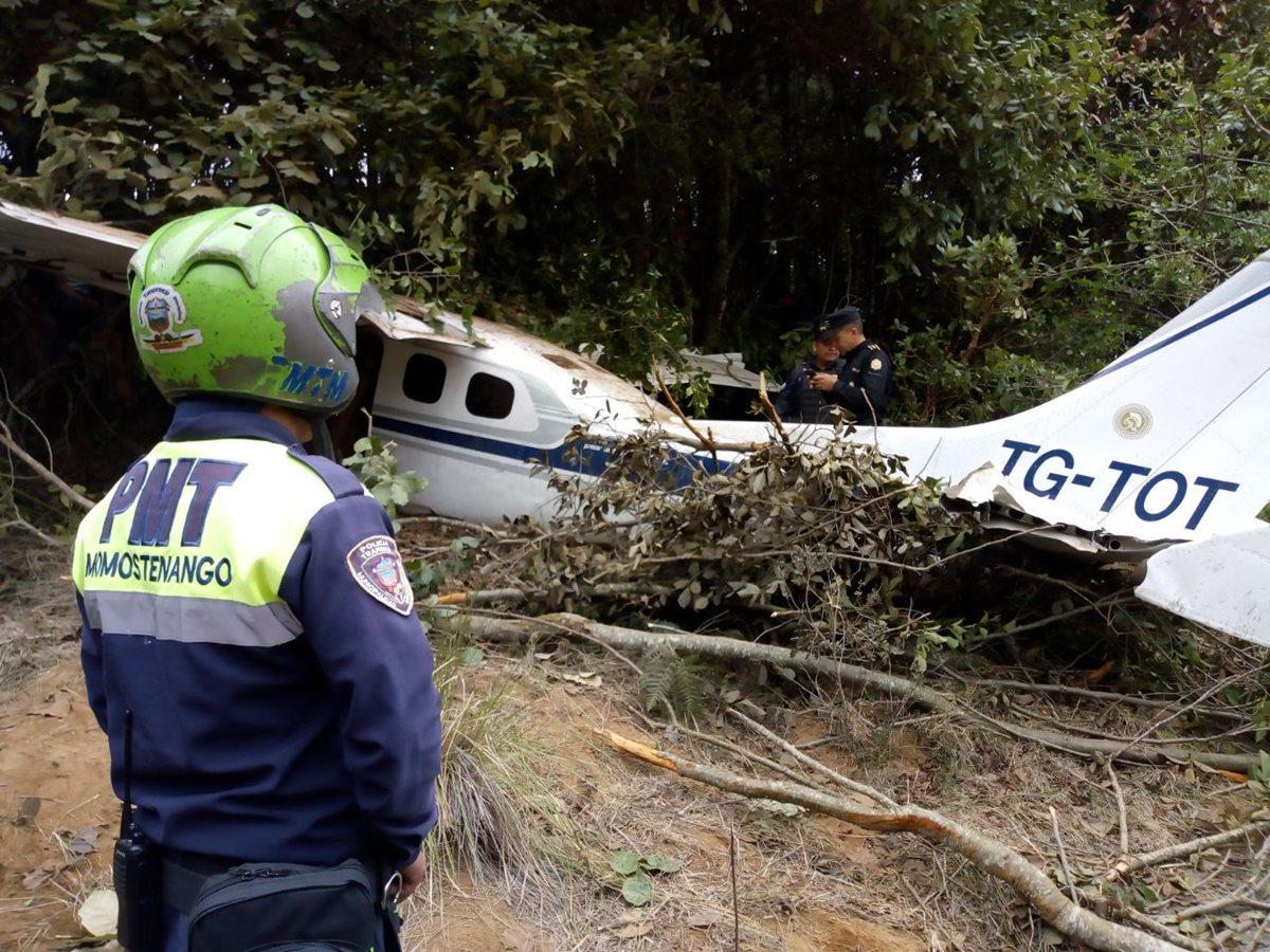 La avioneta se desplomó en un área boscosa de Momostenango, Totonicapán. (Foto Prensa Libre: Cortesía PNC)