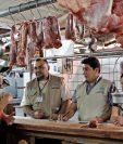 Delegados de la Dirección de Atención y Asistencia al Consumidor recorren carnicerías, por denuncias sobre alza.