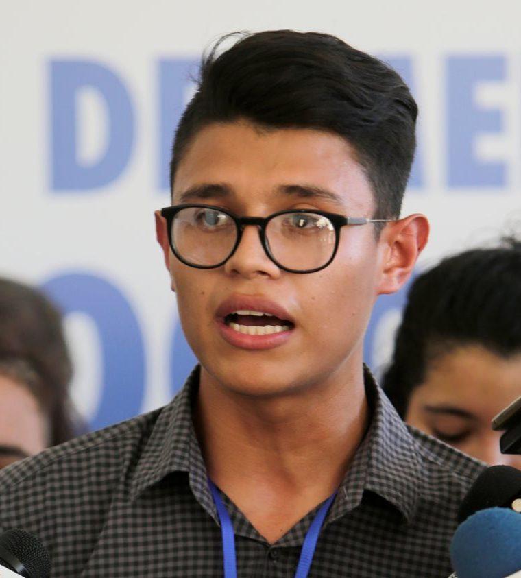 Lesther Alemán, líder de los estudiantes universitarios e integrante de la Alianza de la Sociedad Civil habla a la prensa. (AFP).
