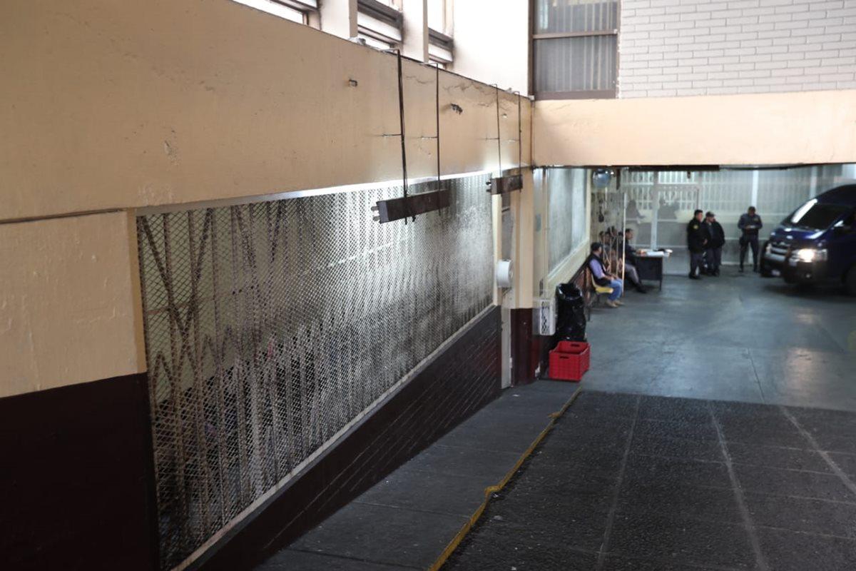 El sótano luce casi vacío por la suspensión de traslados.(Foto Prensa Libre: Érick Ávila)