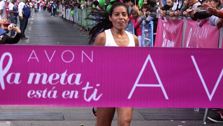 Merlin Chalí ingresa a la meta de la edición 17. (Foto Prensa Libre: Jesús Cuque)