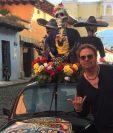 Fher Olvera posó en las calles de la Antigua Guatemala. (Foto Prensa Libre: Twitter Maná)