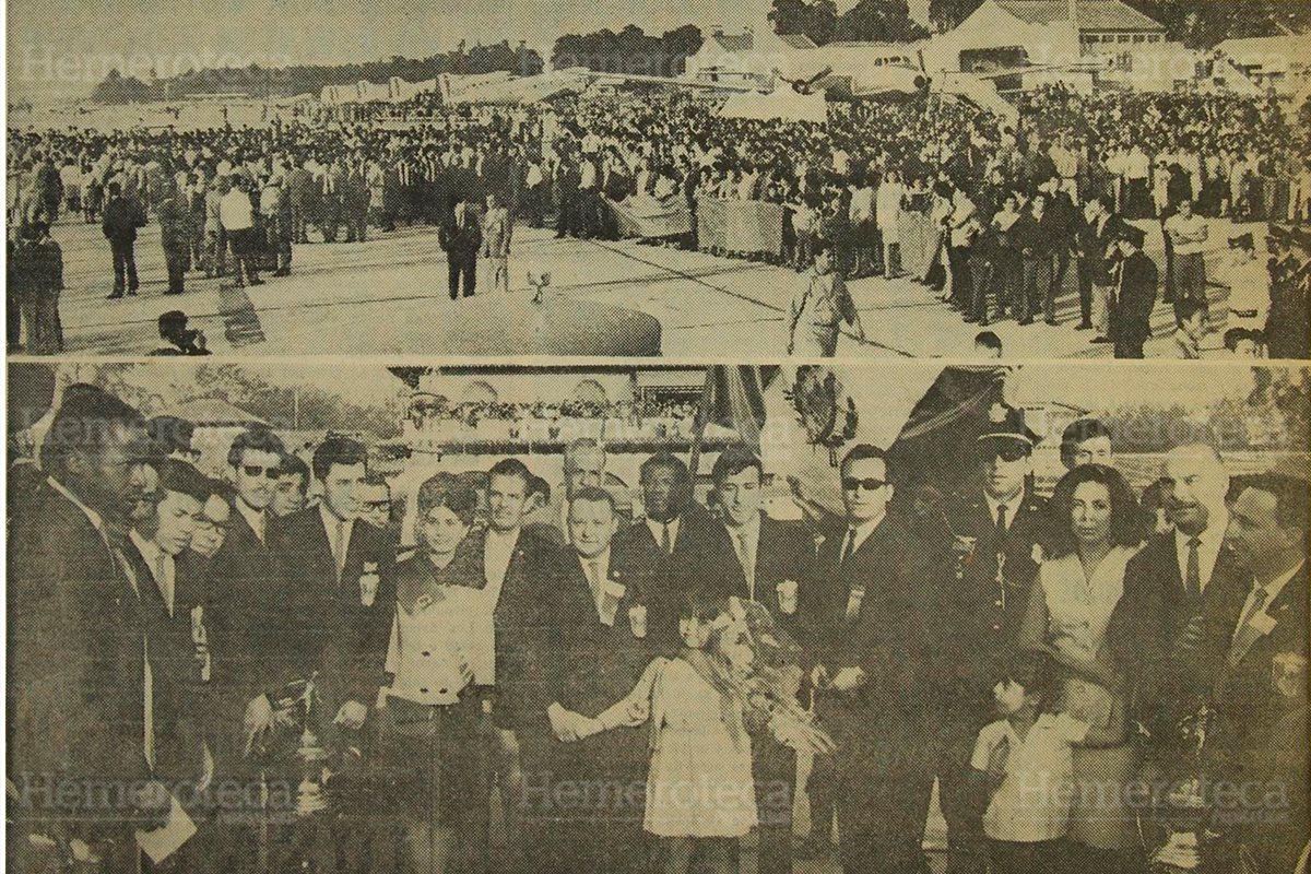 Decenas de personas reciben en el Aeropuerto La Aurora a la selección, campeona del Norceca, el 19/3/1967. (Foto: Hemeroteca PL)