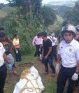 Las víctimas fueron encontradas en la colonia La Joya, San Juan Sacatepéquez. (Foto: Erick Avila)