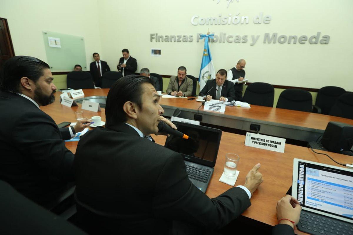 La Comisión de Finanzas del Congreso analiza el proyecto de presupuesto del 2019. (Foto Prensa Libre: Esbin García)