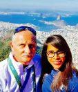 La gimnasta Sofía Gómez y su entrenador Adrián Boboc se autorretratan en el Cerro del Corcovado, en Río de Janeiro, Brasil (Foto Prensa Libre: tomada del Facebook de Sofía Gómez)
