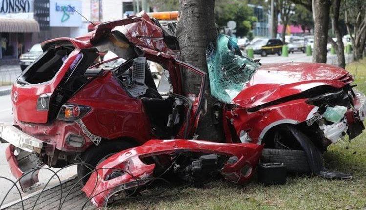 Imagen de un accidente de tránsito ocurrido en la zona 10 capitalina. (Foto Prensa Libre: Hemeroteca PL)