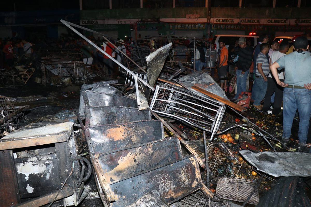 Las pérdidas por el incendio en el mercado cantonal de Santo Tomás de Castilla, Puerto Barrios, Izabal, son millonarias. (Foto Prensa Libre: Dony Stewart)