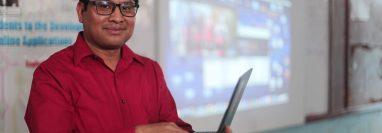 """Martín Castro fue premiado en Singapur por Microsoft gracias a su iniciativa """"Conectando estudiantes en el área rural al mundo desarrollado por medio de las aplicaciones"""". (Foto Prensa Libre: Juan Carlos Rivera)"""