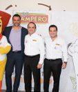 Victor García, socio fundador y director Creativo de Don´t Stop Me Now, Álvaro Morales, presidente Ejecutivo y Carlos Ramírez, vicepresidente de Mercadeo de Pollo Campero.