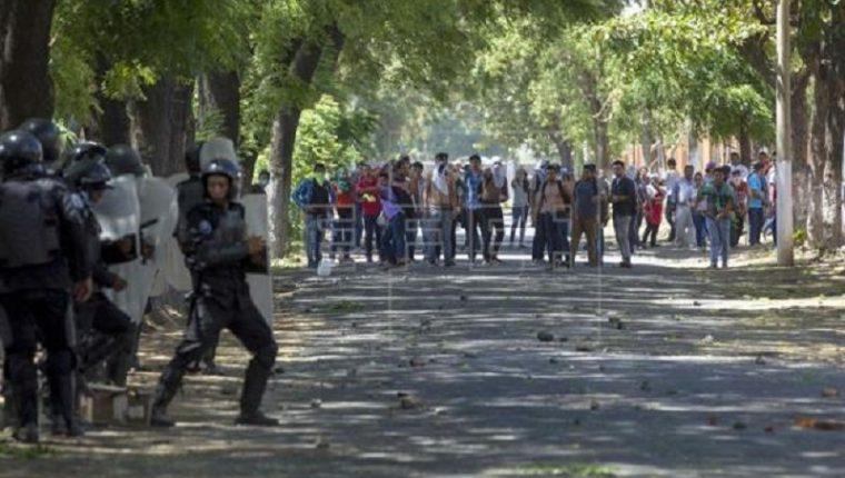 Violentas protestas en Nicaragua ya han dejado al menos unas diez vítimas mortales. (Foto Prensa Libre: EFE)