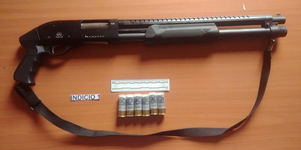 Autoridades decomisaron armas y municiones.  (Foto Prensa Libre: MP)