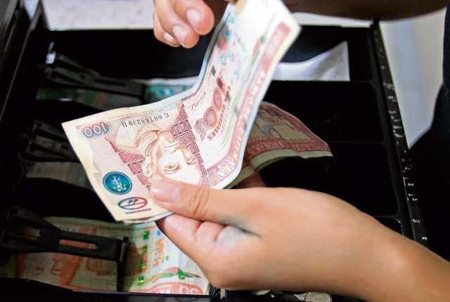 La demanda por las importaciones de fin de año empujó la cotización del dólar frente al quetzal en los últimos dos meses. (Foto Prensa Libre: Hemeroteca)