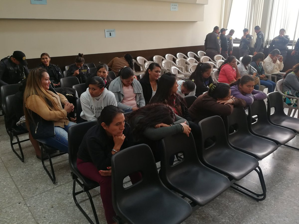 La supuesta estructura criminal Vatos Sureños tiene sindicadas a 15 mujeres. (Foto Prensa Libre: Kenneth Monzón)