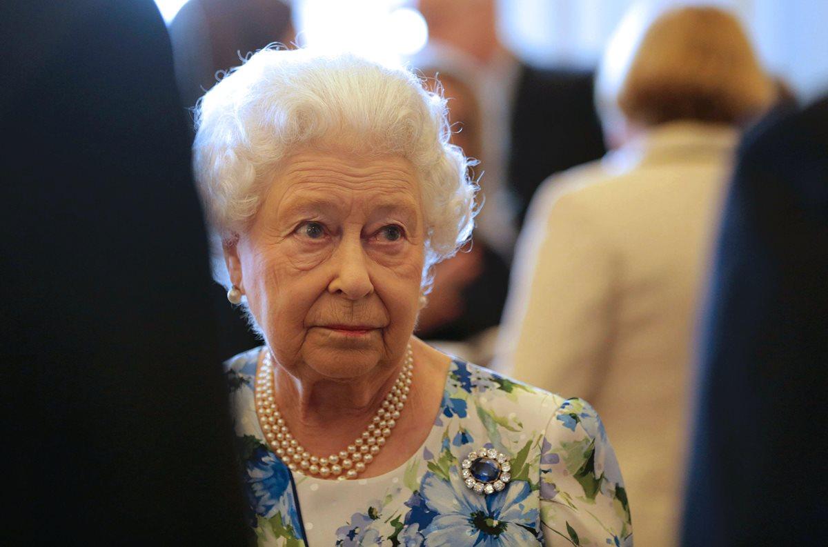 """La reina Isabel es grabada diciendo que una delegación china fue """"maleducada"""""""