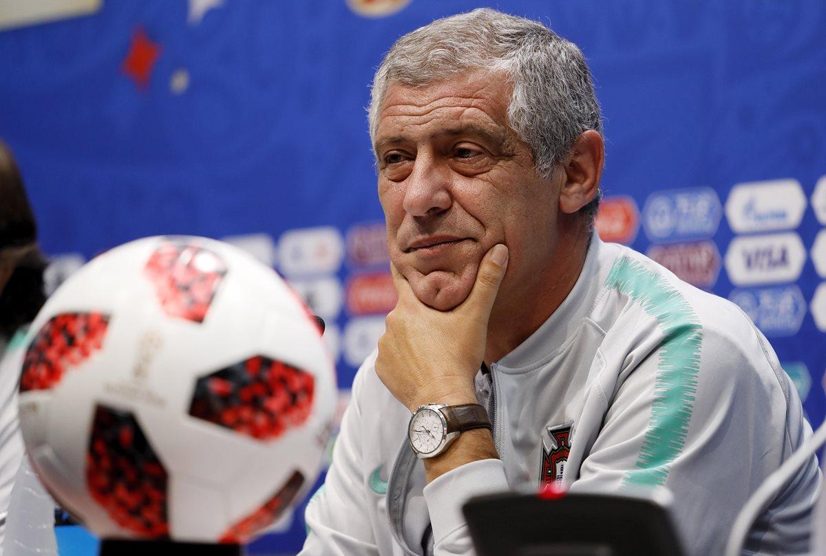 Fernando Santos cree que el equipo debe de jugar en conjunto y ayudar a que CR7 pueda conseguir goles contra Uruguay. (Foto Prensa Libre: EFE)