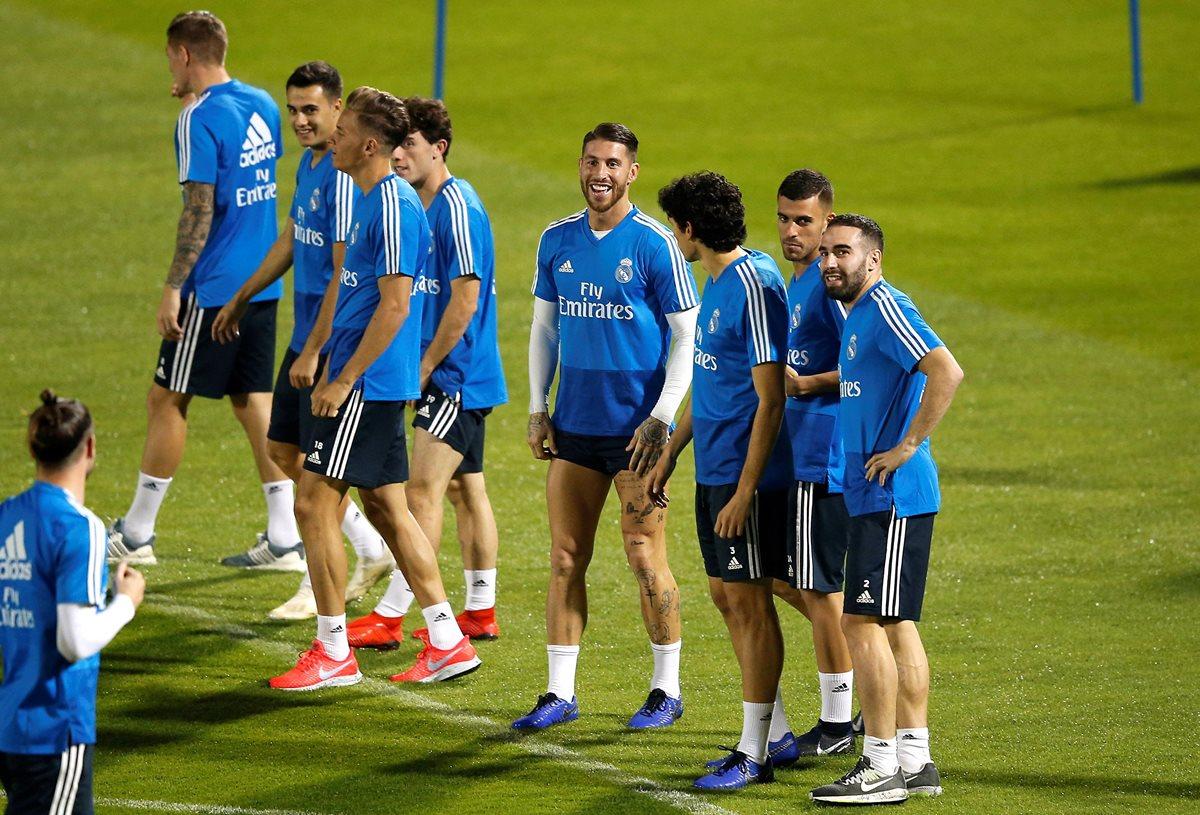 Los jugadores del Real Madrid durante la práctica de este jueves. (Foto Prensa Libre: EFE)