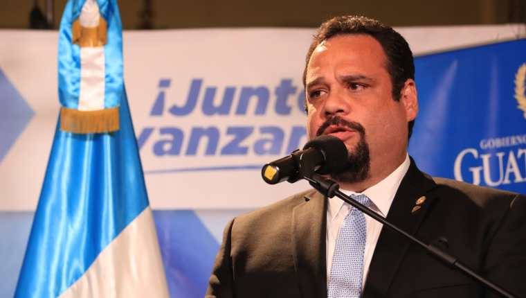 José Luis Benito Ruiz durante la conferencia de prensa en el Palacio Nacional. (Foto Prensa Libre: Estuardo Paredes).