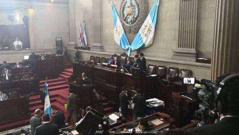 Luego del análisis de la Comisión Pesquisidora el pleno del Congreso deberá decidir si le quita o no el fuero al presidente. (Foto Prensa Libre: Carlos Álvarez)