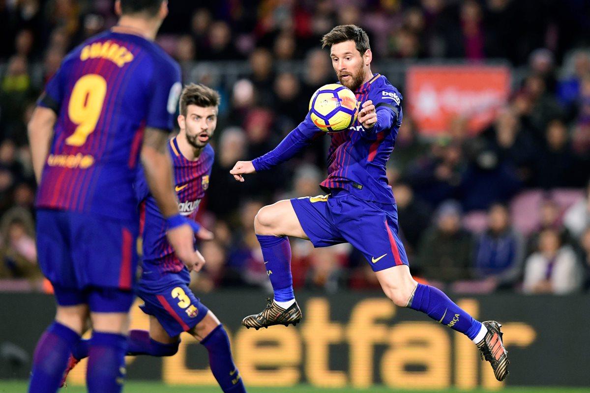 El delantero argentino Leo Messi espera ayudar a su equipo para buscar el triunfo en el clásico frente al Real Madrid. (Foto Presa Libre: AFP)