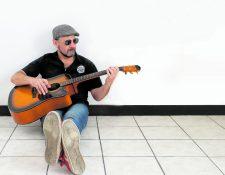 Álvaro Rodríguez promociona las nuevas canciones del álbum Ana Crónica. (Foto Prensa Libre: Keneth Cruz)