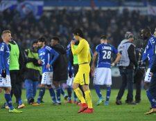 Edinson Cavani se muestra desilusionado luego de la derrota frente al modesto Estrasburgo. (Foto Prensa Libre: AFP)