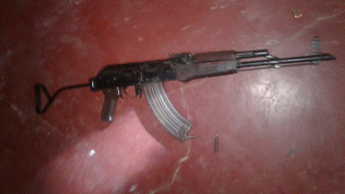 Capturan a tres hombres con granadas y fusiles