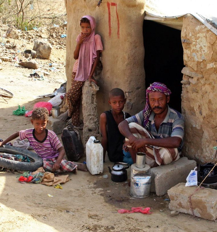 Cientos de familias se han desplazado en Yemen, huyendo de la guerra. (Foto Prensa Libre: AFP)