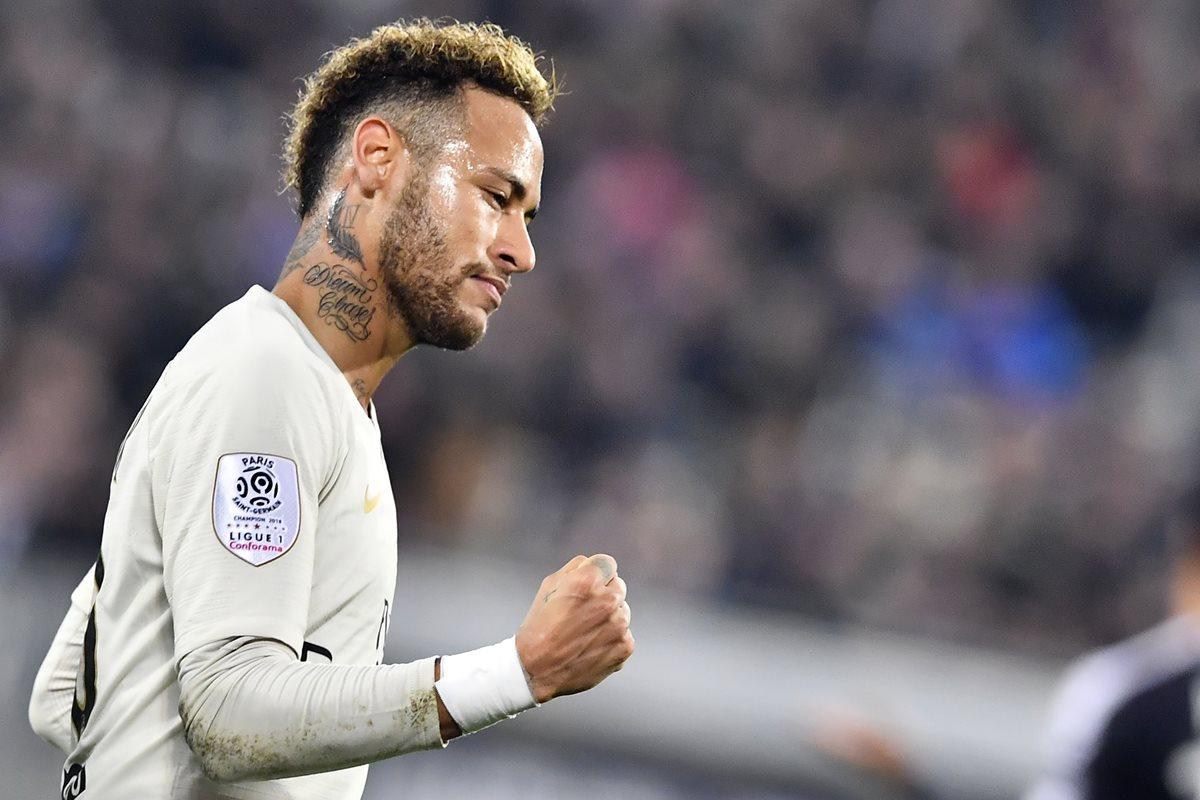 Neymar será uno de los jugadores claves para que el PSG se quede con el pase a los octavos de final de la Champions. (Foto Prensa Libre: AFP)