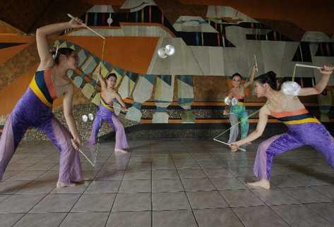 Los bailarines hicieron ayer una demostración de su arte, en el  Centro Cultural Miguel Ángel Asturias.