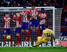 El Atlético de Madrid permitió que el Barcelona se escapara, aún más, en el liderato de La Liga. (Foto Prensa Libre: AFP)