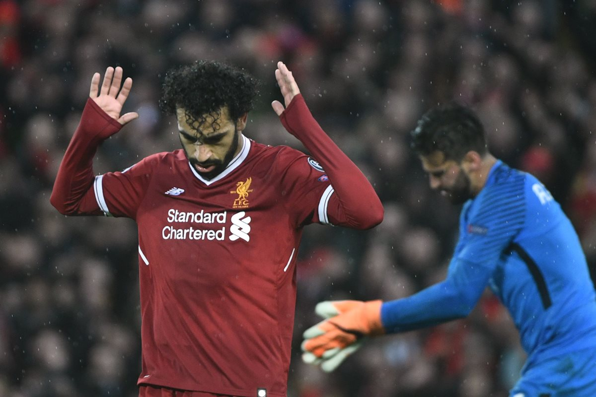 Liverpool's Egyptian midfielder Mohamed Salah celebrates after scoring their second goal during the UEFA Champions League first leg semi-final football match between Liverpool and Roma at Anfield stadium in Liverpool, north west England on April 24, 2018. / AFP PHOTO / Filippo MONTEFORTE