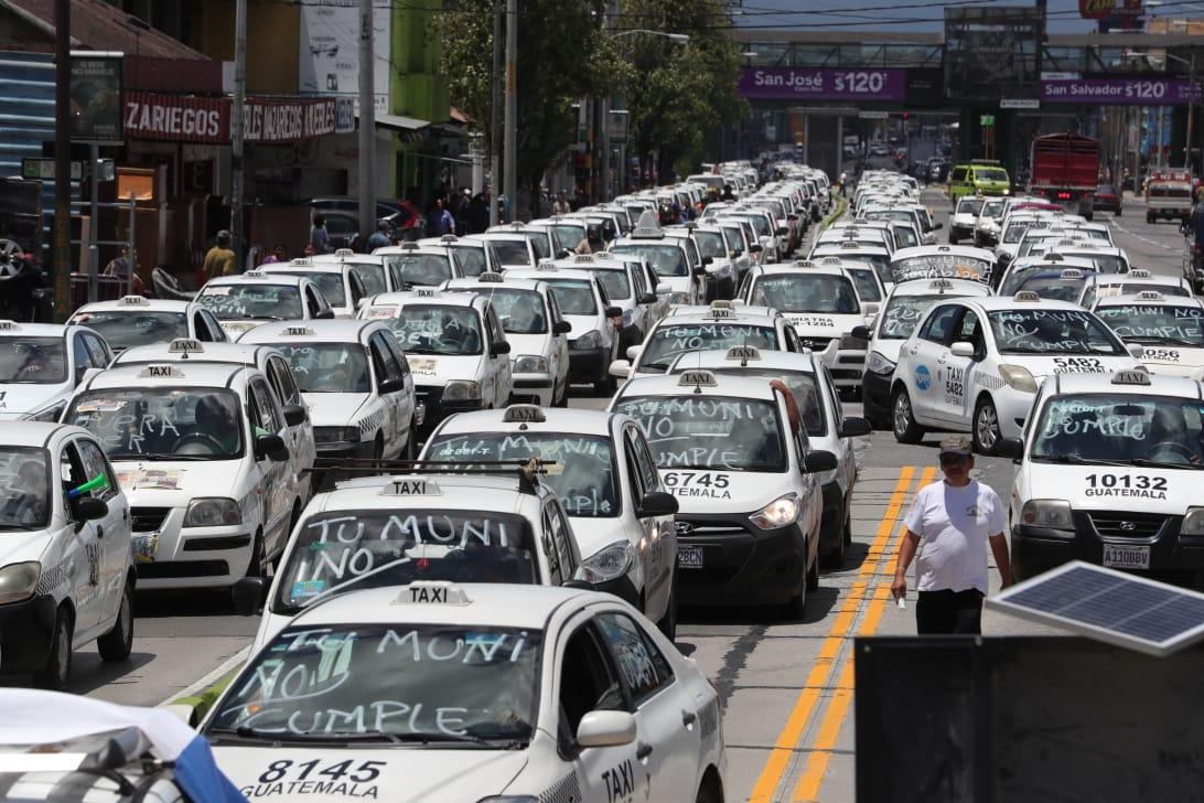 Taxistas se organizaron para protestar en varios puntos de la Ciudad de Guatemala y Antigua Guatemala.