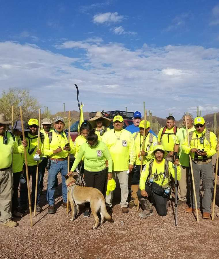 Voluntarios se alistan para comenzar una jornada de ardua búsqueda. (Foto: Facebook/Águilas del Desierto)