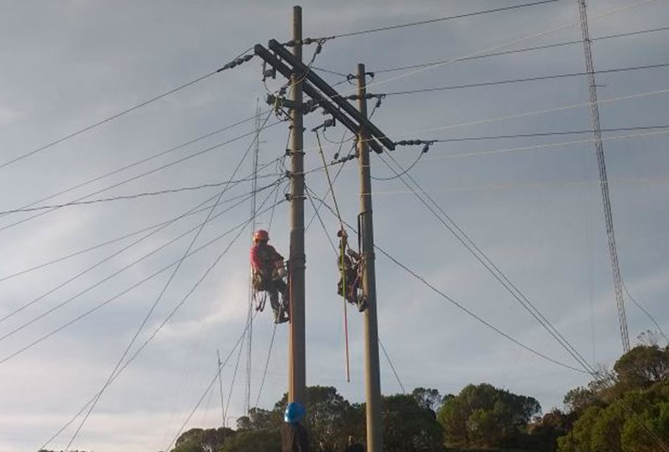 Sin energía eléctrica continúan 10 mil usuarios de cinco municipios de San Marcos