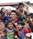 Robin Betancourth comparte con niños del Centro de Atención Integral de Cobán. (Foto Prensa Libre: Eduardo Sam).