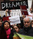 Activistas y dreamers reclamaban este lunes una solución sobre la problemática migratoria, en Nueva York. (Foto Prensa Libre: AFP)